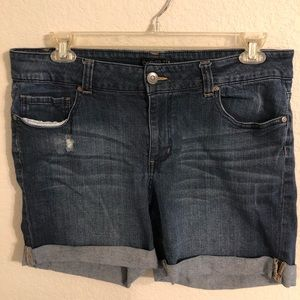 FOREVER 21 PLUS DISTRESSED JEAN SHORTS